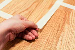 <b>SENSITIV:</b> Bruk en sensitiv maskeringsteip, så gulvet ikke tar skade.