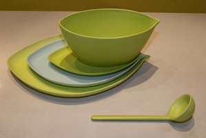 Grønt/blått også her - i dette stilrene serviset med tilhørende garnityr.