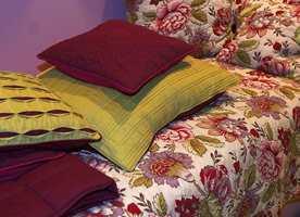 Opphøyde mønstre i ulike veveteknikker kommer for fullt. I tillegg til storblomstrede design.