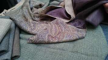 <b>TEKSTILER:</b> Myke tekstiler i svale nyanselike farger luner uten at det blir for ullent og varmt. (Foto: Bjørg Owren/ifi.no)