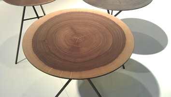 Småbord i metall fra Iterni Edition.