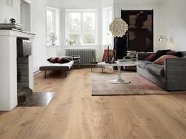 <b>PLANK:</b> Lang og bred plank i eik er blant folkets favoritter på gulvet.