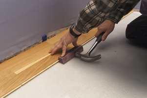 Når man tar kostnaden og arbeidet med å legge ny parkett, er det kjedelig å få gulvet som en følge av dårlig forarbeid.