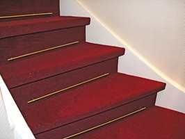 Teppe demper lyd og øker sikkereheten.