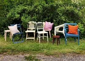 Maling som er beregnet for dører og vinduer, er perfekt for maling av hagemøbler.