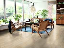 <b>SENSASJON:</b> Pergo Sensation er laminatoppfinnerens nyeste innovasjon. Her gjenskapes treverkets furer på en helt unik måte, og gulvet tåler i tillegg vann. (Foto: Pergo)