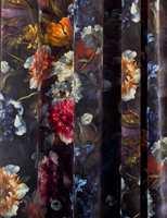 <b>BLOMSTERGARDIN:</b> «Alle» utstillerene på ODF satser på velur; møbler, puter, lamper, metervare… CC Gardiner fristet med nostalgiske blomster på en bomullsvelur.