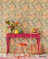 <b>PERSONLIG:</b> Følg ditt hjertets lyst og lek med farger og mønster slik det passer deg. I tapetkolleksjonen Sundari, en av de nyeste fra Eijffinger, er det mye farge- og blomsterglede. Tapetene føres i Norge av Storeys/InHouseGroup.