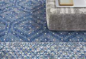 <b>MYKT:</b> Lunt og mykt på gulvet luner i et rom med svale farger. Teppegulvet her er fra Desso/Tarkett.