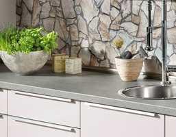 <b>PERSONLIG:</b> Med tapet over kjøkkenbenken kan du skape et personlig interiør. (Foto: Storeys)