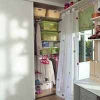 Med en praktisk innredning blir klesskapet en stilig del av interiøret