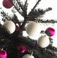 Kle granen med hjemmelaget juletrepynt.