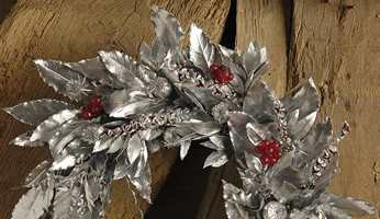 ...eller en sølvfarget krans?