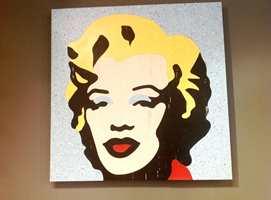 Det er meningen å ha waterjet til gulvet, med det går også an å bruke det som kunst. Dette er Andy Warholes kjente portrett av Marilyn Monroe.