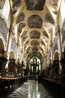 Praha har mange kirker preget av mye flott malerkunst. Denne heter Himmelfartskirken, smykket med fresker fra 1700-tallet.
