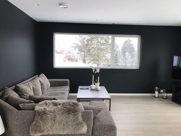 12c2be89 Hva er viktig å tenke på når man skal sette sammen farger til stuen?  Flügger Fargekonsulent Rebecca Ferguson fokuserer på det store bildet, og  skaper med ...