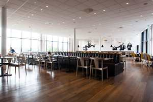 I flukt med lobbyen finner vi et betydelig utvidet restaurantområde.