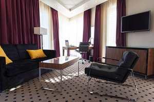 Hotellet er preget av et ønske om å gi gjestene assosiasjoner til naturen, derfor er det valgt en rekke farger med «jord-toner» for å skape trivelige, harmoniske interiører.