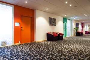 Møterommene som har fått navn etter norske treslag, er dekorert i ulike farger både utvendig og innvendig. Farger som går mye igjen i hotellet er oransje, grønt, rosa og blått.