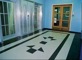 Linoleum i mønster også i gangpartier og korridorer.
