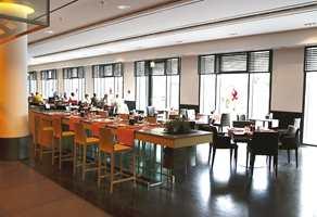 En allround-restaurant av i dag, denne heter HEat, som er både frokostsal hvor det ellers serveres asiatiske spesialiteter fra åpen kjøkkenløsning.