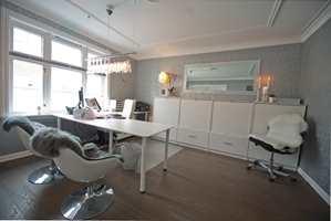 Noen av møblene fra de gamle lokalene ble tatt med, og komplettert med ny belysning og møbler.
