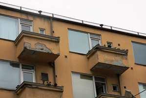 Balkonger utsettes for fukt fra alle kanter.
