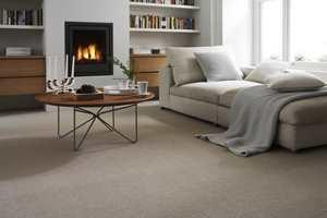 <b>VINTERKOS:</b> Med fyr på peisen, teppe på gulvet og pledd i sofaen, er det bare å ønske vinteren velkommen. (Foto: INTAG)