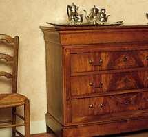 <br/><a href='https://www.ifi.no//lakkering-av-mobler'>Klikk her for å åpne artikkelen: Lakkering av møbler</a>