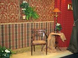 En variant av foregående bilde. Rødfargene gjør interiøret mer intimt.