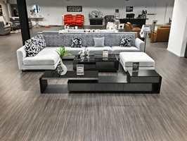 <b>UTVALG:</b> – Sofaer er vårt hovedprodukt, og hos oss kan kunden selv utforme møbelet. Kunden velger bredde, ramme, sitteputer og farger på tekstil eller lær, sier Tim Kristian Thøgersen, som eier møbelkjeden gjennom Thøgersen Gruppen AS.