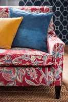 <b>MIKS:</b> Ikke vær redd for å mikse farger, materialer og mønstre. Det får bare interiøret til å bli mer spennende og personlig! Disse tekstilene er fra Sanderson sin kolleksjon Art of the Garden, som føres av INTAG i Norge. (Foto: INTAG)
