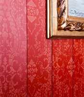 <b>SJABLONMALING:</b> Malermester Anne Loise Gjør har malt veggene med en teknikk som illuderer tapet, som gir veggene ekstra liv og dybde.