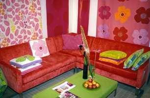 En nøytral basis sprites opp av store mønstre og sterke farger.