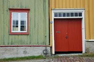 Fargekontraster mellom husfasader i Bergstaden skal inspirere: Kjølige farger mot varme osv.
