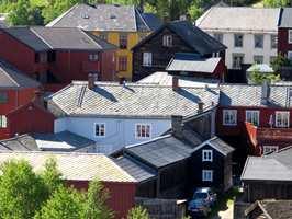Fargesettingen av det enkelte hus må ses i forhold til hustypen såvel som til helhetsinntrykket.