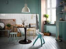 <b>ANEMON</b> er en mer hvitaktig rosafarge. Grønntoner med et hint blått   brukes mye i kombinasjon med rosa.