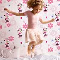 Borge har mange barnekolleksjoner. Dette rosa tapetet med Minni Mus hører inn under Kids Home.