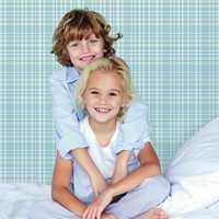Storeys har den fine barnekolleksjonen «Little Star» med blant annet rosa og blå tapet.