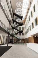 Rosenlund Bydelssenter et lyst og luftig bygg med spennende visuelle – og praktiske - løsninger.