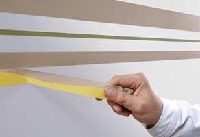 <b>VARIERT:</b> La gjerne stripene være i ulik bredde for en enda mer leken effekt på barnerommet. (Foto: Jordan)