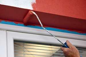 Skal du male noe ute og trenger maskeringstape er det blå tape som gjelder.