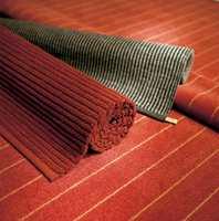 Både heldekkende og løst teppe har farger og striper valgt ut fra teppeleverandørenes rikholdige fargemeny.