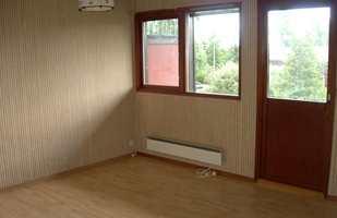 Før forvandlingen var det brunhvite tilstander, med stripete tekstiltapet og mørke vinduer som stengte mye av lyset ute.