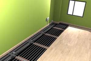 Med varmekabler i gulvet, tilfører du varme der den trengs mest. Flaten du tråkker barføtt på blir lun, og den varme luften stiger og fordeles jevnt over rommet.  Vi kan oppleve den samme komforten og varmen, selv om vi senker romtemperaturen to eller tre grader.