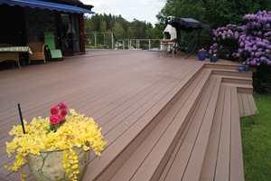 Velger du et utegulv i komposittmateriale, trenger du aldri å olje eller beise terrassen igjen.