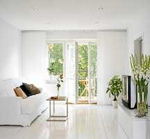 Malingsprodusentene utvikler stadig mer miljøvennlige malingstyper. Vanntynnbar maling er et godt alternativ både på vegger og møbler som skal fornyes.