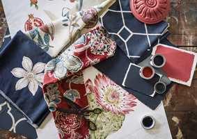 <b>MØNSTER:</b> En liten dose mønstret tekstil skaper liv og myker opp som kontrast i stramme omgivelser. Som lange gardiner i fine folder blir de et frodig følge til veggfargen. (Foto: INTAG)