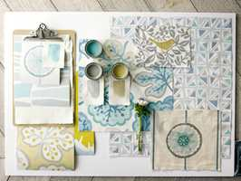 Du kan fint blande flere farger, mønster og materialer selv om du ønsker en rolig helhet. (Foto: Sanderson/INTAG)