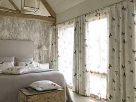 Woodland Walk er en kolleksjon med tekstiler og tapeter fra Sandersen. Lette tekstiler med trykte og broderte mønstre, inspirert av britiske skoger. Føres av INTAG.